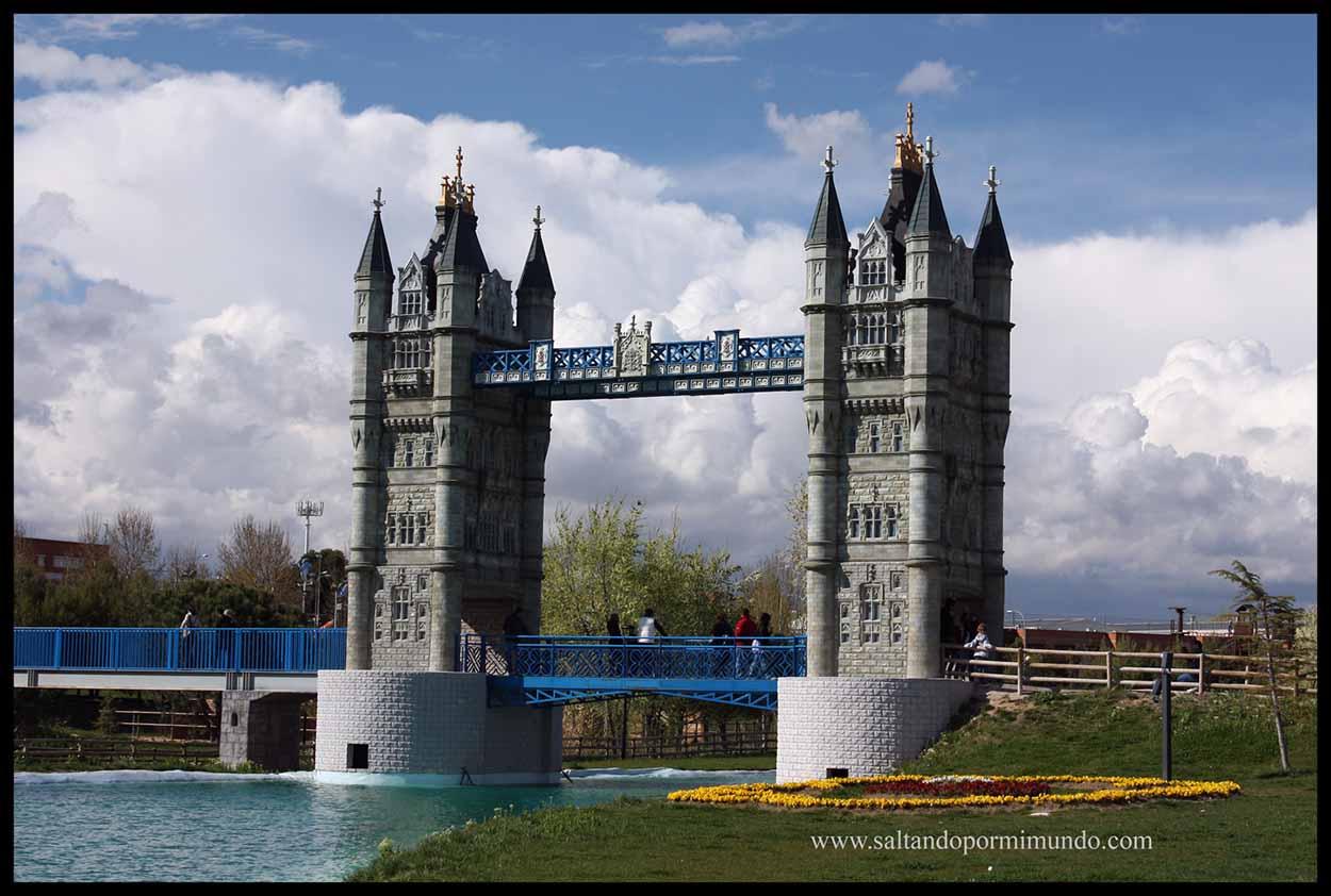 Puente de Londres en el Parque Europa