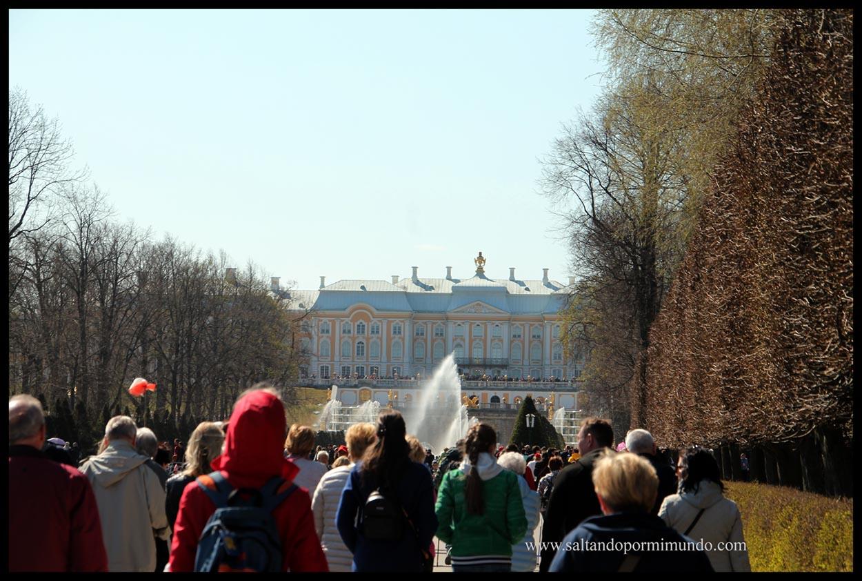 Ríadas de turistas en el Palacio de Peterhof