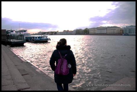 Vistas desde el río Neva en San Petersburgo.