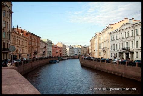 Paseando entre canales en San Petersburgo