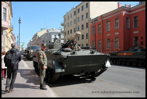 Despliegue militar en san Petersburgo.