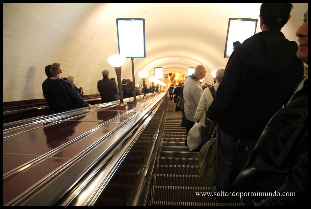 Entrando en la estación Ploschad Lenina.