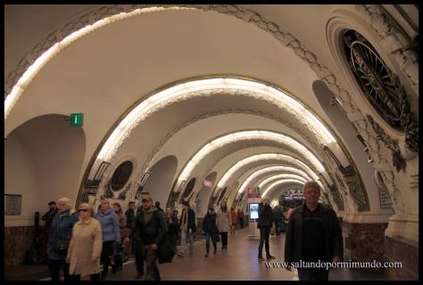 Estación Prospekt Veteranov, una de las más bonitas de San Petersburgo.