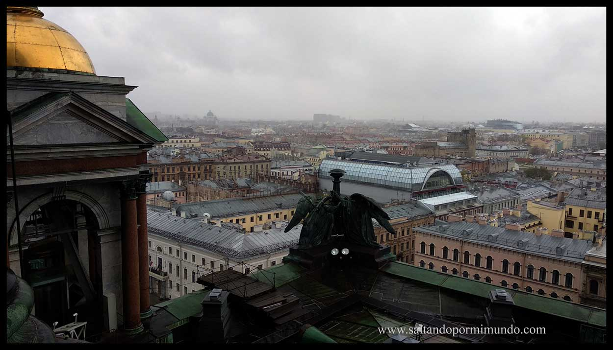 Uno de los mejores miradores de San Petersburgo es desde la cúpula de la Catedral de San Isaac.