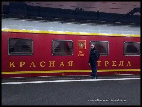 viajar de San Petersburgo a Moscú. Tren nocturno Flecha Roja.