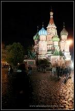 Qué ver en Moscú. La impresionante Catedral de San Basilio iluminada de noche.