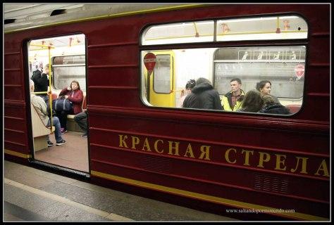 Metro de Moscú como el Flecha Roja.