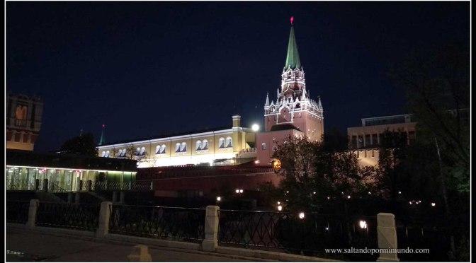 El Kremlin iluminado.